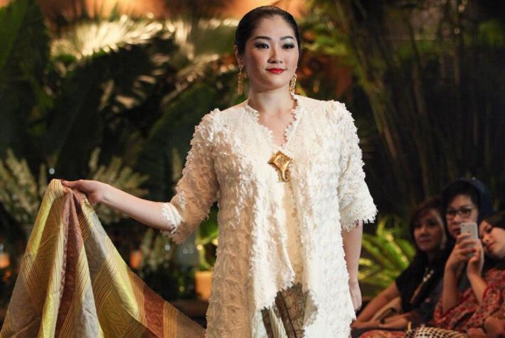 10 Fashion ala Kartini Kekinian yang Trendy dan Modern